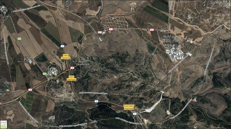FOTOGRAFIA 4: Vista de Google Maps de la zona de Latrun. Al Nord Est, l'assentament il•legal israelià de Shiv'at Haminim. Al Nord Oest s'observa la doble via ferroviària i l'entrada del Túnel 1.